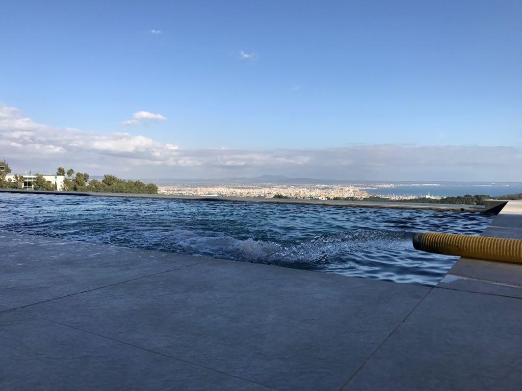 Transporte de agua en mallorca y llenado de piscinas - Piscinas en mallorca ...